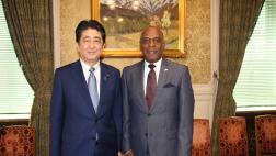 Senator Bradford stands with Japanese Prime Minister Shinzo Abe